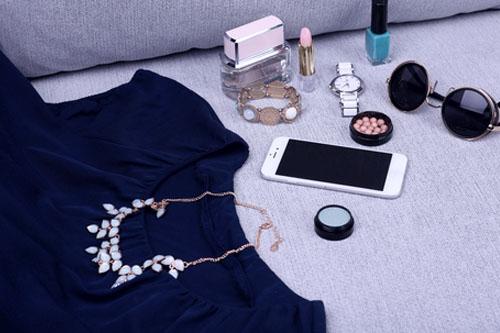 Jakie Dodatki Do Granatowej Sukienki
