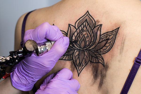 Tatuaże Damskie Rodzaje Wzory Modne Małe Napisy